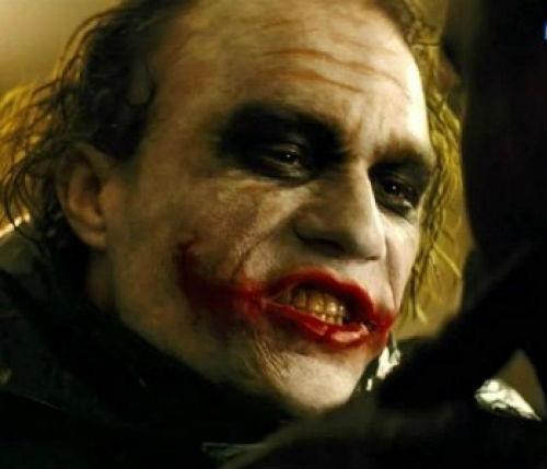 Vết xẹo đầy ám ảnh và bí ẩn trên gương mặt của Joker