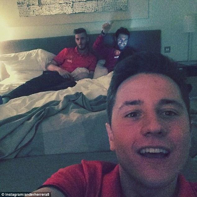 Các ngôi sao Man United đón Giao thừa trong phòng ngủ khách sạn trước khi đấu với Stoke City