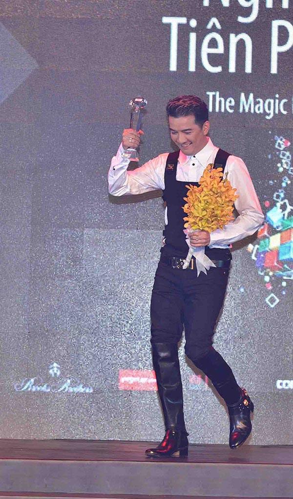 Trong chương trình, Mr Đàm vinh dự được nhận giải thưởng Nghệ sỹ tiên phong