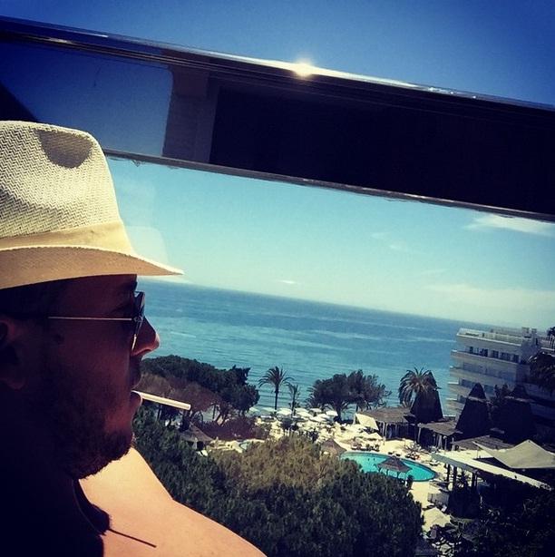 Eden Hazard cũng tìm tới biển để thư giãn