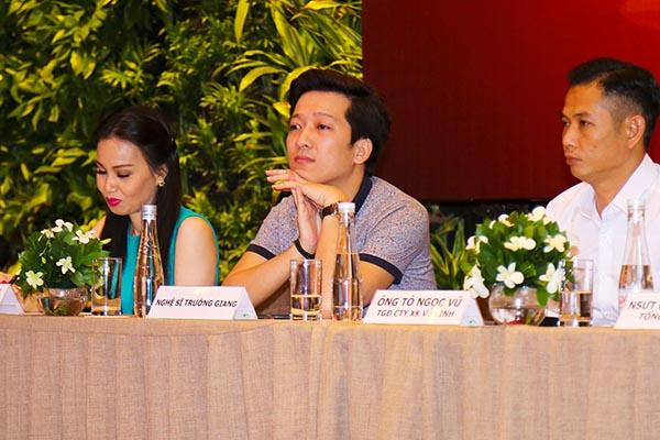 Mở màn phần trò chuyện, giải đáp thắc mắc xung quanh liveshow đầu tay, Trường Giang bất ngờ dưng dưng nước mắt khi chia sẻ về quãng thời gian cơ cực, mới lên Sài Gòn lập nghiệp.