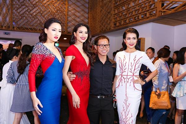 Sau khi đọ sắc, chụp hình kỉ niệm chung, 3 người đẹp đã gặp gỡ NTK Vincent Đoàn và chúc mừng anh chuẩn bị ra mắt BST San hô đỏ.