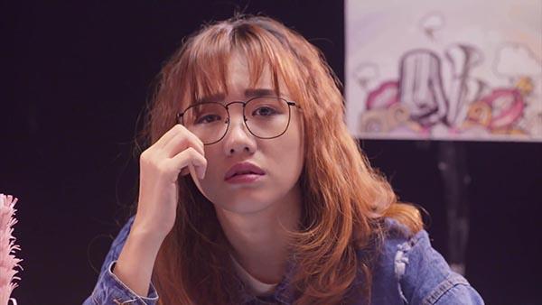 Điểm đặc biệt trong Con gái có quyền điệu là việc Hari Won liên tục thay đổi ngoại hình từ đầu bù, tóc rối cho đến dễ thương, xinh đẹp.