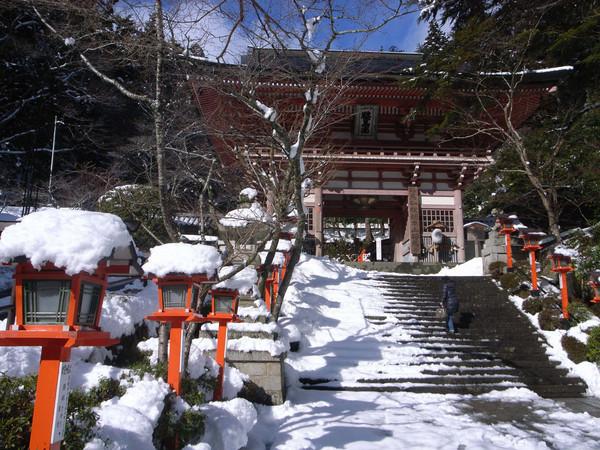 Cổng chùa Kurama-dera