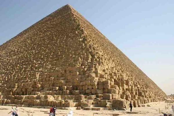 Tiếp theo, phòng chứa lăng mộ sẽ được xây bằng đá granite.