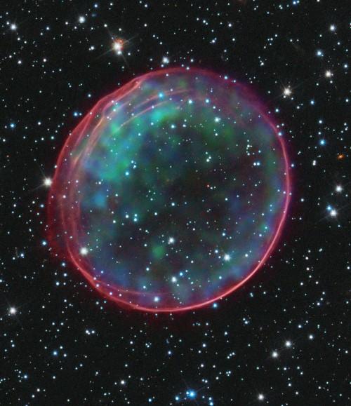 SNR 0509-67.5, một siêu tân tinh loại Ia, xảy ra từ một vụ nổ siêu tân tinh 400 năm trước