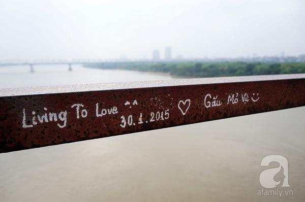 Các bạn trẻ nghĩ ra đủ khẩu hiệu tình yêu để tạo ấn tượng đặc biệt cho dòng lưu bút của mình.