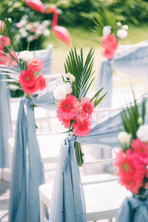 Không gian lễ cưới tràn ngập sắc màu hồng pastel dịu dàng.