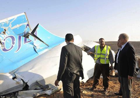 Air France cũng đã xác nhận rằng họ sẽ không cho máy bay hãng mình bay qua Sinai cho đến khi xác định được những lý do đằng sau vụ tai nạn. Ảnh: Daily Mail