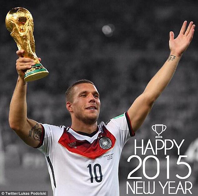 Lukas Podolski chia sẻ ảnh mình nâng cao cúp vô địch WC