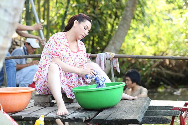 Sau khi nhận con nuôi, Phi Nhung tìm niềm vui từ thiên chức làm mẹ và không còn bận tâm để chuyện lập gia đình.