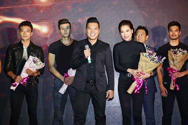 Ở phần giao lưu, Trương Ngọc Ánh và đạo diễn Cường Ngô công bố từng thành phần trong ê kíp và tặng hoa các đối tác đã ủng hộ Truy Sát ngay từ hoạt động mở màn.
