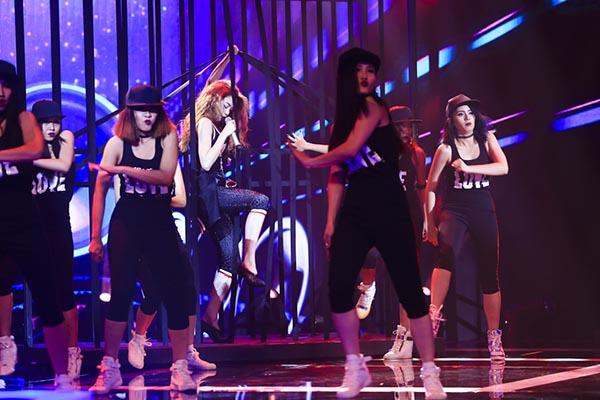 Tối 27/09, Hồ Ngọc Hà xuất hiện với tư cách khách mời biểu diễn chung kết The Winner Is - Tôi là người chiến thắng 2015 được tường thuật trực tiếp trên truyền hình.
