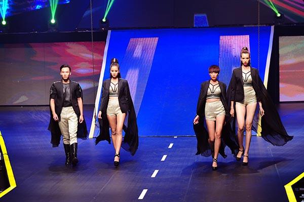 Phần thi catwalk của Top 4.