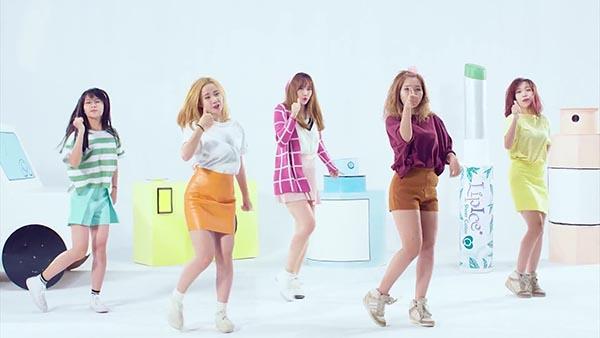 Trong music video vừa phát hành, Hari Won nhận được sự đồng hành, hỗ trợ của nhóm ST.319 ở cả vũ đạo và diễn xuất.