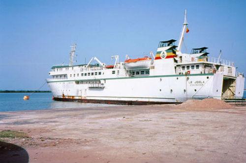 Phà Le Joola chìm dẫn đến cái chết của 1.863 người