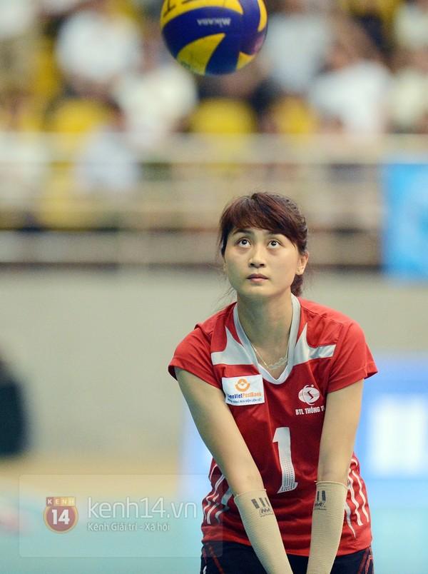 Mặc dù chỉ cao 1m73 nhưng có sức bật tốt trên sàn đấu, cô đang là chủ công xuất sắc trong cả màu áo CLB và đội tuyển quốc gia.