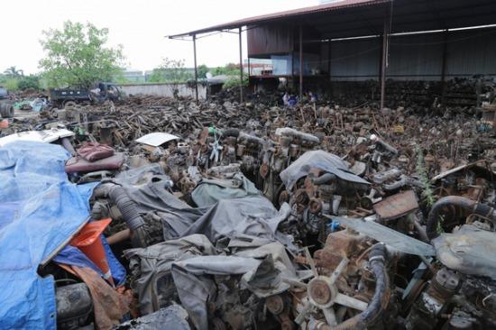 Bãi phụ tùng, linh kiệnô tô rộng mênh môngcủa gia đình ông Nguyễn Văn Phong nay đãcó giá trị lênđến cả chụctỷđồng