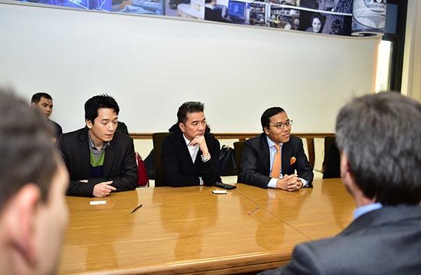 Lãnh đạo đài Rai đã dành hơn 2 giờ đồng hồ để họp bàn công việc và đưa đoàn Việt Nam tham quan các studio cũng như giới thiệu các kênh sóng quan trọng của đài.