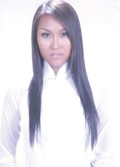 Năm 2000, Phi Thanh Vân quyết định bước chân vào showbiz. Năm 2004 đánh dấu sự thành công của cô khi đạt giải Diễn viên triển vọng, giải Bạc siêu mẫu khu vực phía Nam. Thời gian này, cô bắt đầu làm mũi