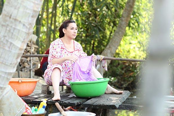 Chia sẻ thêm về cuộc sống hiện tại, Phi Nhung tâm sự cái kết hạnh phúc trong phim sẽ không được cô tái hiện ở cuộc sống đời thường.