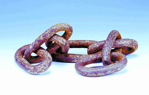 Xích sắt dùng để treo đá.