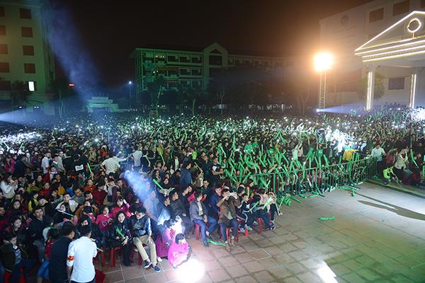 Tối 20/12, tour xuyên Việt miễn phí Ngày hội xanh đã đến với hơn 20 ngàn khán giả có mặt tại trường Đại học Vinh.