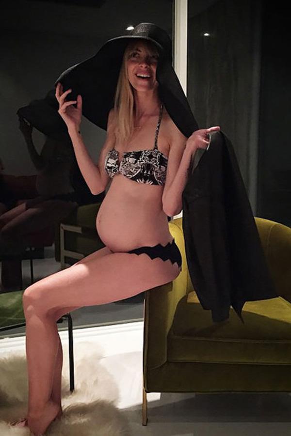 Mỹ nữ 'rực lửa' với áo tắm sau ống kính paparazzi