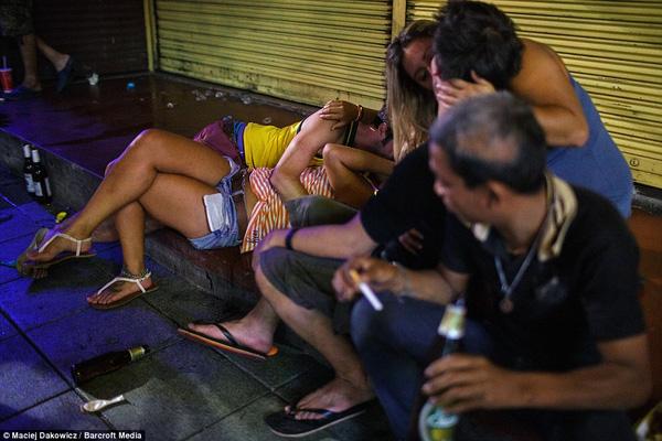 Hình ảnh này quá quen thuộc ở khu phố ổ chuột dành cho khách du lịch.