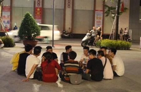 0 gio sang, pho di bo Nguyen Hue co gi?
