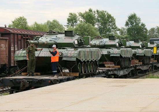 4 chiếc Type-96A của Trung Quốc đến Nga tham gia cuộc thi đấu tăng.