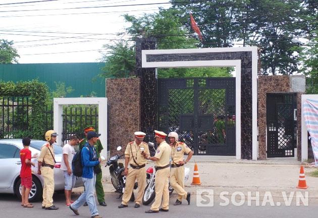 Cổng ngôi nhà nơi xảy ra vụ thảm án ở khiến 6 người chết ở Bình Phước