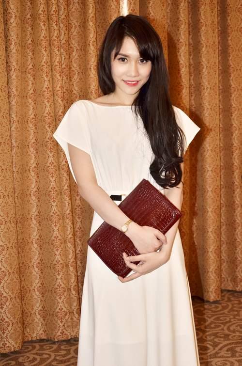 Huỳnh Tiên có một chị gái tên Huỳnh Vân - có chiều cao chỉ kém cô em gái một chút. Huỳnh Vân cũng có thời đầu quân cho công ty Venus của Vũ Khắc Tiệp.