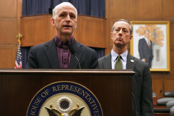 Mac Thornberry (trái) và Adam Smith, hai Hạ nghị sĩ đưa ra dự luật cung cấp vũ khí sát thương cho Ukraine.