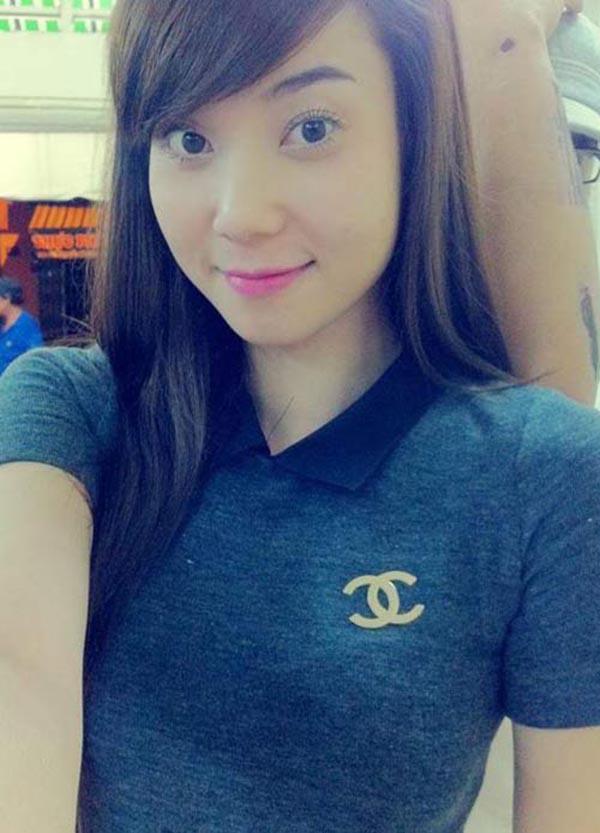 Cô còn được Hùng Thuận đánh giá là người vợ thông minh, đảm đang khi biết vun vén cho cuộc sống gia đình.