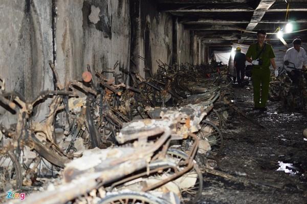 Theo thống kê sơ bộ đến chiều 12/10, có khoảng 400 xe máy và 1 ôtô bị cháy. (Ảnh: Zing)