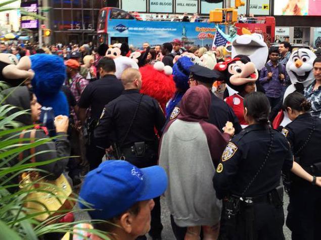 """Cảnh sát đã được điều động để giải quyết tranh cãi giữa """"mèo"""" và """"chuột"""". Ảnh: New York Daily News"""