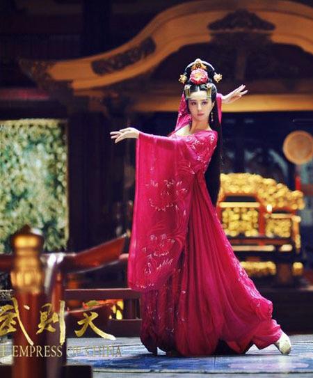 Những bộ trang phục cầu kỳ dành cho Phạm Băng Băng.