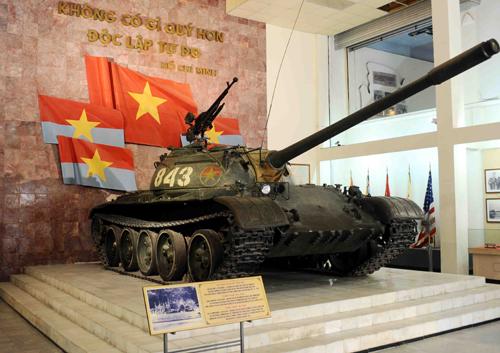 Xe tăng T-54 số hiệu 843, một trong hai xe tăng húc đổ cổng Dinh Độc Lập đầu tiên, đánh dấu thời khắc giải phóng hoàn toàn Miền Nam, thống nhất Đất Nước.
