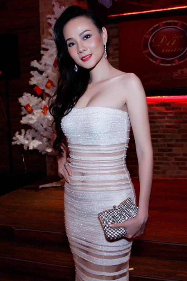 Sau khi đổ vỡ hôn nhân với giám đốc của một công ty dược, Dương Yến Ngọc bắt đầu quen biết, có mối quan hệ tình cảm với doanh nhân Trần Thông từ năm 2012.