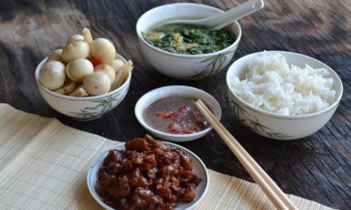 Cà muối dân dã, ăn không đúng cách dễ bị ngộ độc