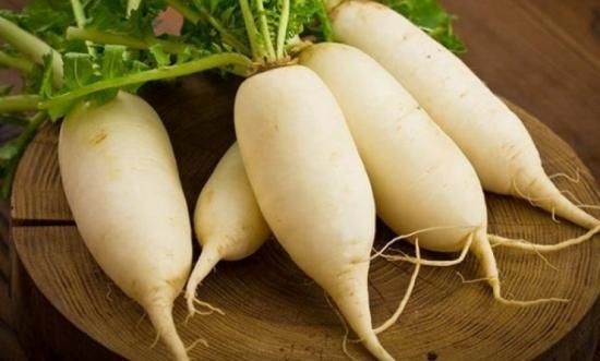Củ cải trắng để nấu nước và ngám chân