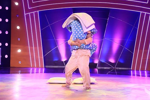 Trong liveshow 6 chương trình Bước nhảy ngàn cân 2015, cặp đôi tin đồn Sơn Lâm - Thủy Tiên đã chinh phục khán giả, giám khảo bằng màn biểu diễn đầy hài hước.