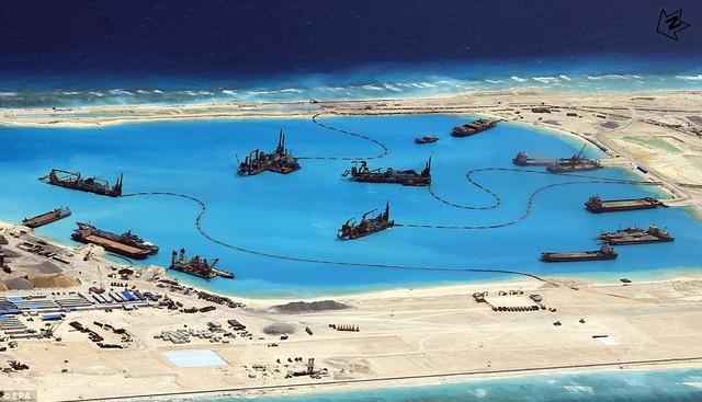 hình ảnh CSIS và EPA công bố năm 2015 về hoạt động cải tạo phi pháp của Trung Quốc ở đảo Chữ Thập thuộc quần đảo Trường Sa (Việt Nam).