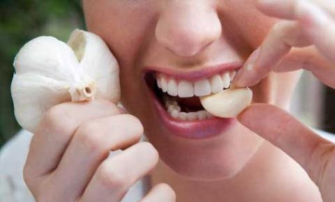 Dùng tỏi để giảm đau khi mọc răng khôn