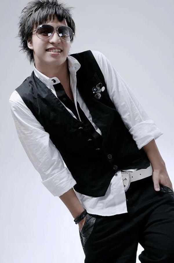 Tăng Nhật Tuệ tên thật là Lê Duy Linh. Anh sinh năm 1986 tại Hà Nội và từng là 1 ca sĩ, nhạc sĩ, diễn viên trẻ nổi tiếng tại khu vực phía Bắc.