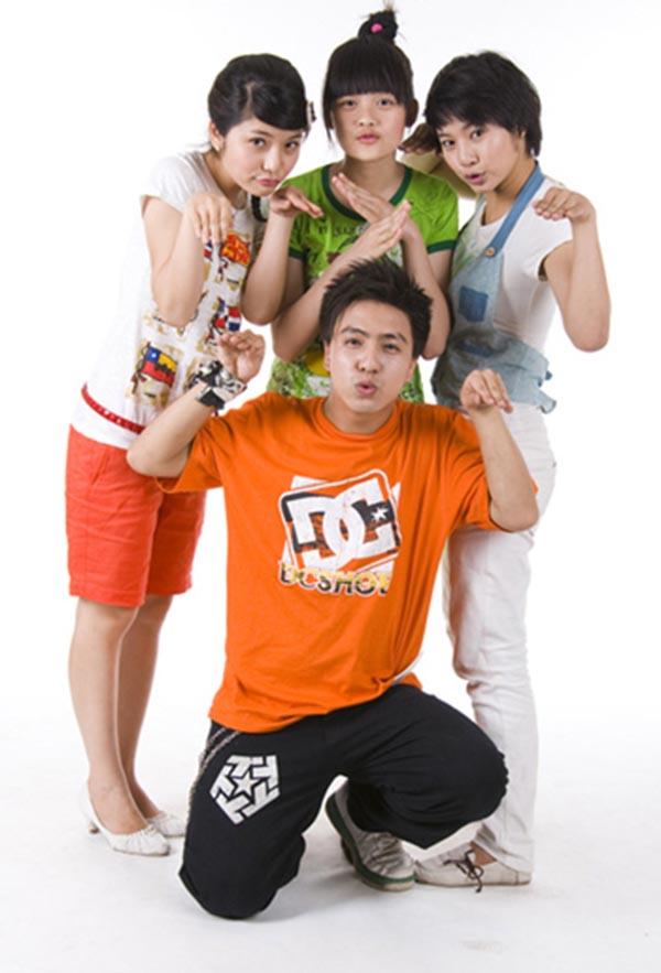 Sau 1 vài sản phẩm âm nhạc ghi dấu tên tuổi, năm 2009, Tăng Nhật Tuệ dành nhiều thời gian cho vai diễn trong bộ phim sitcom Bộ tứ 10A8.