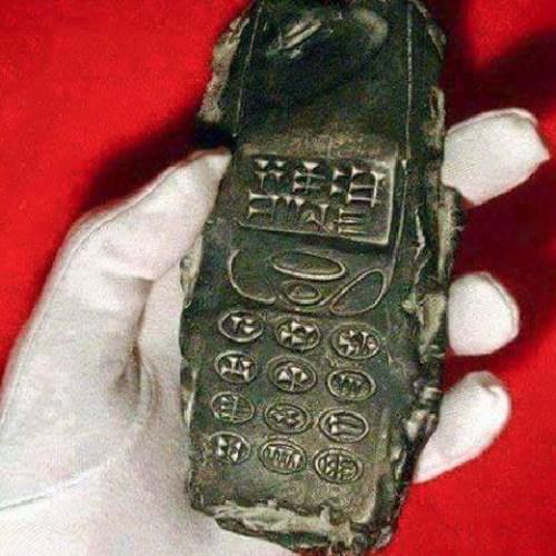 Đồ vật cổ giống hệt điện thoại di động