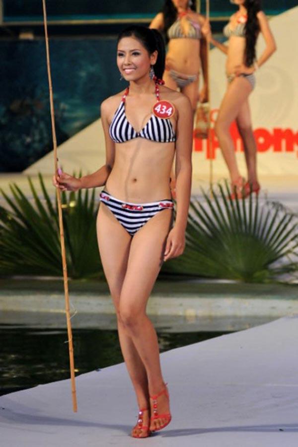 Nguyễn Thị Loan sinh năm 1990 tại Thái Bình. Cô đạt danh hiệu Người đẹp Biển Hoa hậu Việt Nam 2010 khi sở hữu vóc dáng chuẩn với chiều cao 1m74, cùng số đo:90 - 60 - 93.