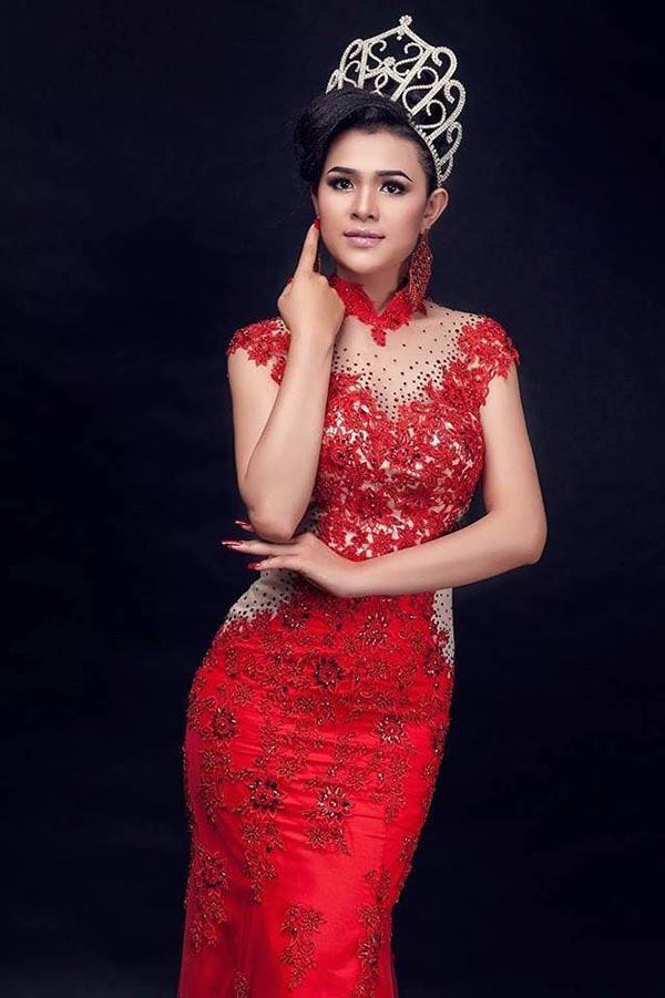 Sơn Thị Dura là Á hậu 2 Hoa hậu các dân tộc Việt Nam 2011. Cô sinh năm 1990, là người dân tộc Khmer ở tỉnh Trà Vinh.